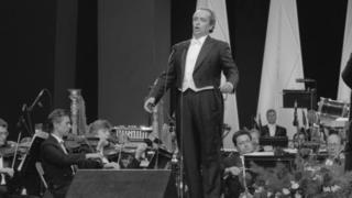 Россия. Москва. 4 июля 1992 г. Хосе Каррерас во время выступления