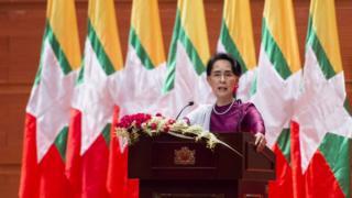 تواجه زعيمة ميانمار إنتقادات حادة بسبب موقفها من أزمة الروهينجا.