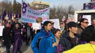 Бишкекте феминисттер тилектештик акциясына чыгышты