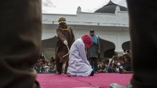 Malezya'da kırbaç cezası