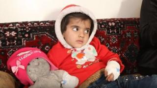 یکی از این کودکان راما - چهار ساله - به سرطان لنفی مبتلاست و از سو تغذیه و تومور بدخیم در گلویش رنج میبرد