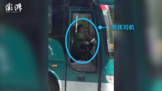 мальчик в китае за рулем автобуса