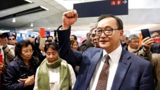 Sam Rainsy at Paris airport