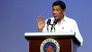 Ông Duterte nói chuyện với cộng đồng Philippines ở Singapore hôm 16/12