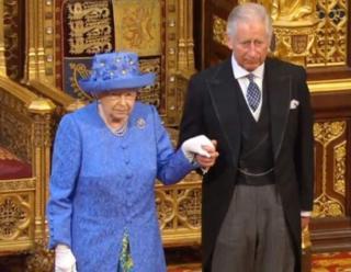 Королеву сопровождал принц Чарльз