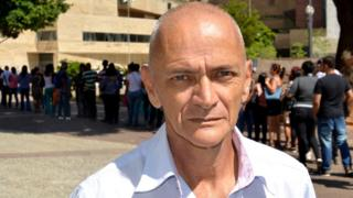 Luis Carlos Duarte, de 63 anos, na fila do Mutirão do Emprego