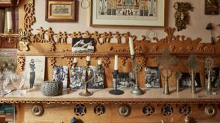 Mantelpiece, Asalache house