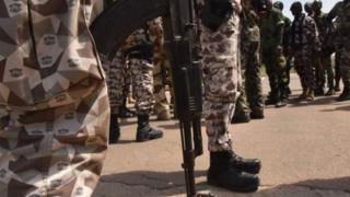 La Côte d'Ivoire s'efforce de restructurer son armée, dont la moitié est issue de l'ancienne rébellion.