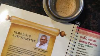 """صورة راجاغوبال صاحب سلسلة مطاعم """"سارافانا بهافان"""" على قائمة الأطعمة في مطاعمه"""