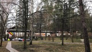 Автобуси, на яких повезли утримуваних українською владою