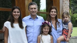 Handout photo released by the Argentinian Presidency of Argentinian President Mauricio Macri (2-L), his wife Juliana Awada (2-R) and their daughter Antonia (R) posing with late Argentinian public prosecutor Alberto Nisman's daughters Iara (L) and Kala (C) at his house in Buenos Aires on January 17, 2015, a day before the anniversary of Nisman's death