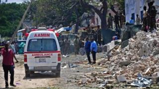 Le nouveau président somalien Mohamed Abdullahi Mohamed a condamné l'attentat.