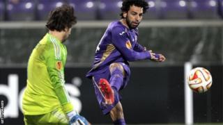 L'international égyptien Salah évolue au poste de milieu offensif à l'AS Roma