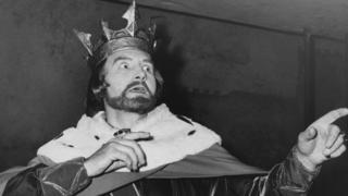 """William Shakespeare-in """"Kral John"""" pyesində kral John rolunu Maurice Denham ifa edir - 1961-ci il"""