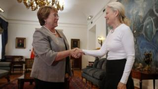 Kristine McDivitt Tompkins, widow of North Face co-founder Doug Tompkins, meets Chilean President Michelle Bachelet (21 January)
