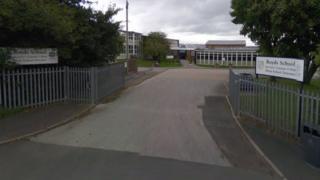 Royds School in Outlon