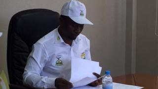 Dkt Frank Habineza alipokuwa anawasilisha nyaraka zake za kuwania urais