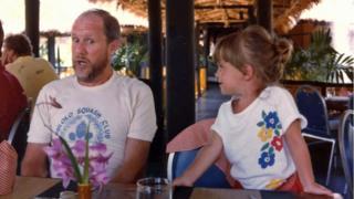 David Coles e a filha Robyn ainda criança