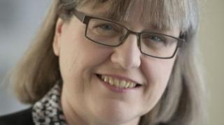 ศ. สตริกแลนด์ถือเป็นนักวิทยาศาสตร์หญิงคนแรกในรอบ 55 ปี ที่ได้รับรางวัลโนเบลสาขาฟิสิกส์