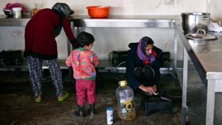 مهاجرون في مركز هجرة باليونان