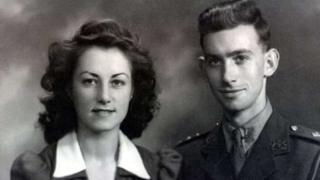 95 yaşındaki George ve karısı 94 yaşındaki Jean Spear