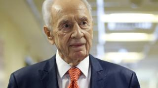 Former Israeli President Shimon Peres delivers a statement to the media as he is discharged from a hospital near Tel Aviv, on 19 January