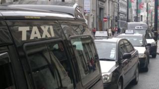 Taxis queuing in rank