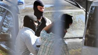 Almanya'da gözaltına alınan Suriyelilerden biri