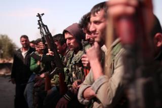 Rakka'nın kuzeyindeki Suriye Demokratik Güçleri mensupları
