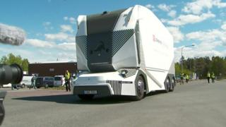 کامیون بیراننده در جادههای سوئد
