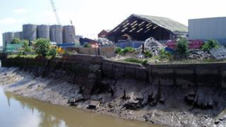 Damaged flood defences on River Hull