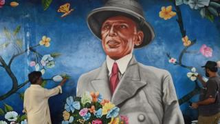 એક અજાણી કલાકાર કળાકાર જે ઝીણાની ચિત્રકળા કરે છે.