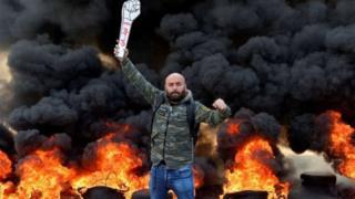 متظاهر لبناني