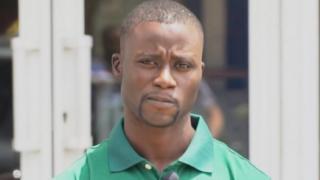 Pape Ndiaye, un agent de sécurité qui adore le dessin.