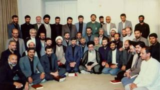 میرحسین موسوی، نخستوزیر علی خامنهای، در دوره دوم ریاست جمهوری او از مجموع ۲۳ وزیر ۷ وزیر را در کابینه دوم حفظ کرد