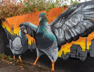 Painting of pigeons on a wall