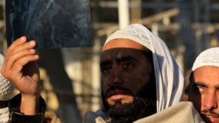 На солнце смотрели и в пакистанском Пешаваре