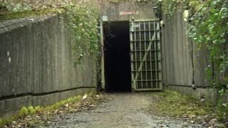 Entrada al búnker nuclear de la Guerra Fría de Chilmark, en Inglaterra, que fue convertido en una granja de producción de cannabis.