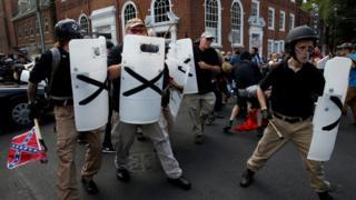 Grupos racistas em manifestação na cidade de Charlottesville
