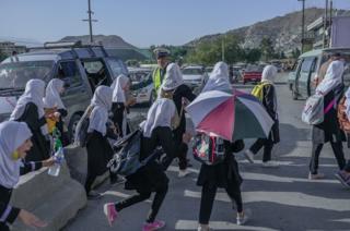 Афган окуучу кыздар