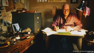 Photo of Roald Dahl in his hut in 1990