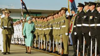 Queen meeting armed forces in Australia
