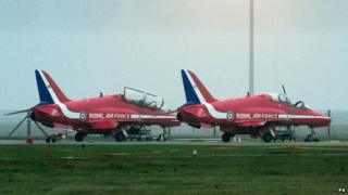 two red arrows jets
