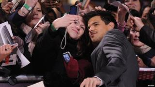 UK premiere of The Twilight Saga: Breaking Dawn - Part 1 - Taylor Lautner poses for a photo with a fan