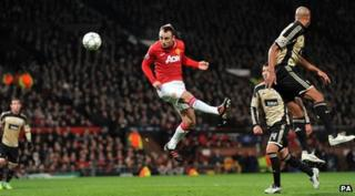 Dimitar Berbatov scores for United