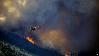 Helicopter tries to fight Colorado fires