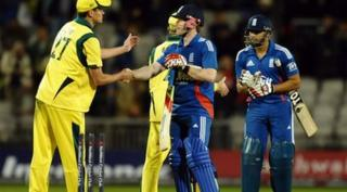 Cricketers shake hands
