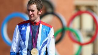 Bradley Wiggins with his gold medal