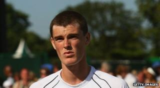 Jamie Murray playing tennis