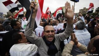 Egyptian protesters demonstrate outside the presidential palace in Cairo
